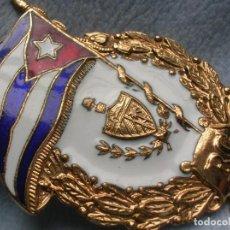 Militaria: MUY BELLO Y ANTIGUO DISTINTIVO ESMALTADO CUBANO DEL REGIMIENTO DE LA GUARDIA. FABRICACION SOVIETICA.. Lote 161915270