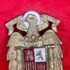 Militaria: INSIGNIA ESCUDO DE GORRA DE JEFE DEL MOVIMIENTO NACIONAL FRANQUISTA 1940 BONITO ESMALTE CONSERVADO. Lote 165402306