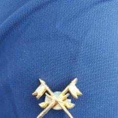 Militaria: PIN MILITAR BANDERAS. Lote 166024604