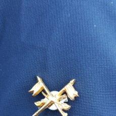 Militaria: PIN MILITAR 2 BANDERAS. Lote 166025144