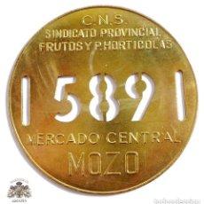 Militaria: CHAPA DE MOZO, MERCADO CENTRAL, SINDICATO PROVINCIAL FRUTOS Y P.HORTICOLAS - Nº 589. Lote 166138910