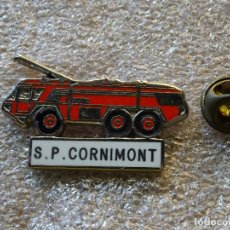 Militaria: PIN INSIGNIA DE BOMBEROS. CAMIÓN CAMIONETA. S.P. CORNIMONT. FRANCIA. Lote 169782360