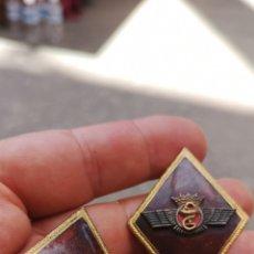 Militaria: PAREJA DE ROMBOS DEL EJÉRCITO DEL AIRE FARMACIA. Lote 169804196