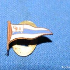 Militaria: ANTIGUA INSIGNIA CLUB DEPORTIVO ALAVES. Lote 170692815