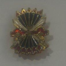 Militaria: ANTIGUO PIN OJAL / YUGO FLECHAS FALANGE. Lote 172048329
