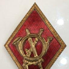 Militaria: ANTIGUA INSIGNIA CORNETINES CORREOS INFANTERIA. Lote 172468919