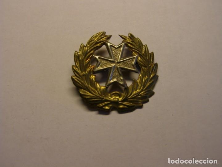 INSIGNIA DE SANIDAD MILITAR, GUERRA CIVIL ESPAÑOLA, GORRA O CUELLO. FRANQUISTA. Nº 2. (Militar - Insignias Militares Españolas y Pins)