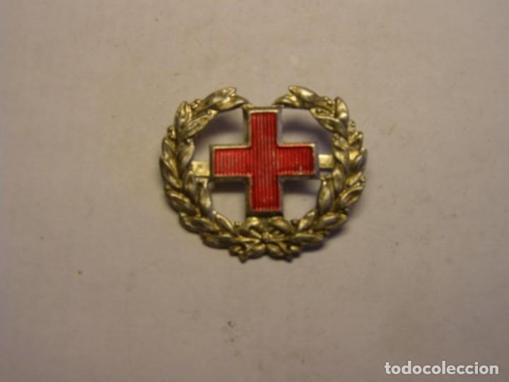INSIGNIA ANTIGUA DE LA CRUZ ROJA, DE GORRA, HOMBRERAS, O CUELLO. (Militar - Insignias Militares Españolas y Pins)