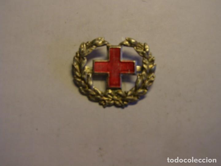 Militaria: Insignia antigua de la cruz roja, de gorra, hombreras, o cuello. - Foto 3 - 175475342