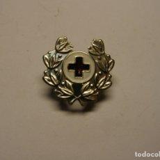 Militaria: INSIGNIA DE LA CRUZ ROJA, DE GORRA O UNIFORME.. Lote 184736278