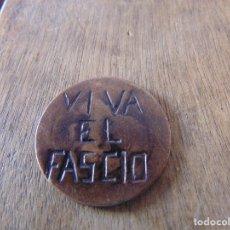 Militaria: GUERRA CIVIL MONEDA GASTADA CON LA LEYENDA VIVA EL FASCIO 30 MM DE DIAMETRO. Lote 176636334