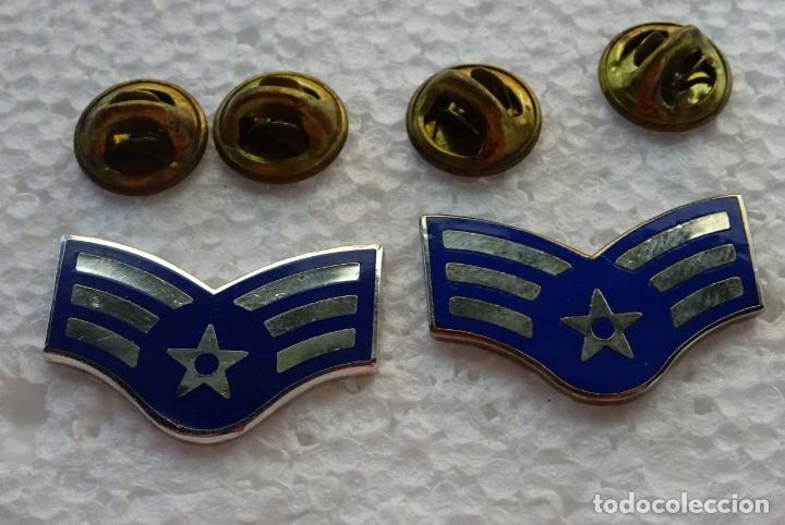 2 INSIGNIAS MILITARES DEL USAF EJÉRCITO AIRE AMERICANO. ESTADOS UNIDOS DOBLE PIN. AIRMAN SENIOR (Militar - Insignias Militares Extranjeras y Pins)
