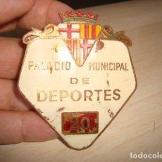 Militaria: ANTIGUA CHAPA DE GUARDA PALACIO MUNICIPAL DE DEPORTES Nº 20 BARCELONA . Lote 177039940