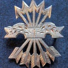 Militaria: ANTIGUA INSIGNIA DE PLATA - FALANGE ESPAÑOLA - HECHA A MANO - ALFILER FRANQUISTA - MILITAR - RARA. Lote 177834615
