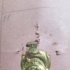 Militaria: EMBLEMA AUXILIO SOCIAL. NAVÍO CON ESCUDO DE FALANGE. Lote 178313468
