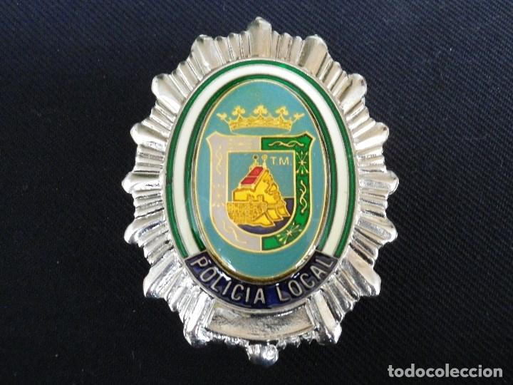 PLACA DE PECHO METÁLICA DE LA POLICIA LOCAL DE MÁLAGA. (Militar - Insignias Militares Españolas y Pins)