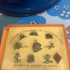 Militaria: COLECCION CONMEMORATIVA DE 10 PINS DEL 150 ANIVERSARIO DE LA GUARDIA CIVIL CELEBRADO EN 1994. Lote 179002773