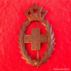 Militaria: INSIGNIA DE PECHO DE LA CRUZ ROJA DE LA II GUERRA MUNDIAL 1940 - 1945, MUY BIEN CONSERVADA. 60X35 MM. Lote 180007886