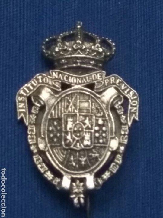 EMBLEMA I.N. PREVISION AGUJA PLATA (Militar - Insignias Militares Españolas y Pins)
