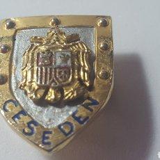 Militaria: INSIGNIA DE SOLAPA. CESEDEN. ÉPOCA FRANCO. Lote 180169181
