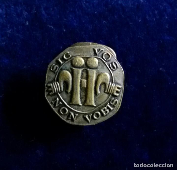 Militaria: Antigua insignia pin de ojal o solapa FALANJE O SINDICATOS SIC VOS NON VOBIS - Foto 3 - 180387925