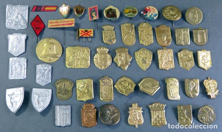 47 PIN EMBLEMA METAL LATÓN ARRIBA CAMPO AUXILIO INVIERNO ARRIBA CAMPO FALANGE OTROS VER FOTOS (Militar - Insignias Militares Españolas y Pins)