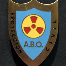 Militaria: INSIGNIA DISTINTIVO CRUZ ROJA PROTECCION CIVIL SERVICIOS ANTI A.B.Q ATÓMICO BIOLOGICO Y QUIMICO. Lote 181888193