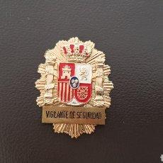 Militaria: PLACA VIGILANTE DE SEGURIDAD INSIGINA ORIGINAL EN EXCELENTE ESTADO. Lote 182048390