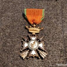 Militaria: MEDALLA MILITAR FRANCESA CORONA Y CINTA DOBLE CARA CHEVALIERS DE ST SEBASTIEN ET GUILLAUME 8,5 CM. T. Lote 77442913