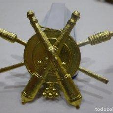 Militaria: ANTIGUO EMBLEMA, DISTINTIVO DE ARTILLERO, ARTIFICIERO, ÉPOCA REPÚBLICA, BUEN ESTADO. Lote 182723833