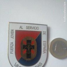 Militaria: INSIGNIA FUERZA JOVEN VASCONGADAS. BILBAO EUSKADI FUERZA NUEVA. Lote 183069446
