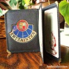 Militaria: PLACA POLICÍA ERTZAINTZA Y CARTERA DE PIEL.. Lote 183426215