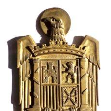 Militaria: ESCUDO DE ESPAÑA ÉPOCA DE FRANCO, EN BRONCE GRAN TAMAÑO.- 48X30.. Lote 183474297