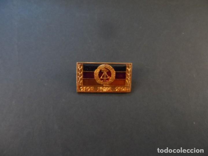 Militaria: PASADOR ORDEN COLECTIVO DE TRABAJO SOCIALISTA 1971- 1975. DDR-NVA. SIGLO XX - Foto 2 - 183781146