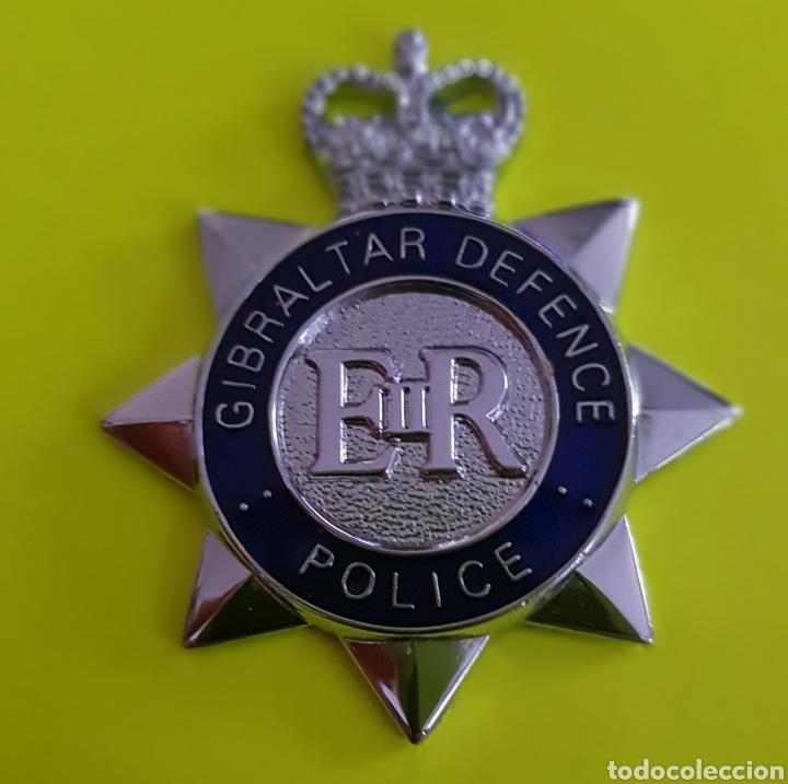 INSIGNIA EMBLEMA GIBRALTAR DEFENCE POLICE EN EXCELENTE ESTADO REINO UNIDO (Militar - Insignias Militares Extranjeras y Pins)
