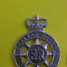 Militaria: INSIGNIA EMBLEMA DE GORRA GIBRALTAR DEFENCE POLICE REINO UNIDO EN EXCELENTE ESTADO. Lote 183858443
