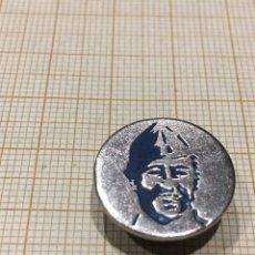 Militaria: PIN ANTIGUO SILUETA CARA FRANCO. Lote 186258111