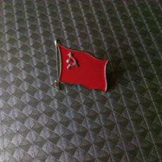 Militaria: PIN BANDERA RUSA COMUNISTA SOVIÉTICA. Lote 186417530