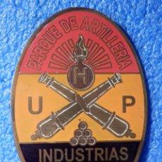 Militaria: INSIGNIA DE IMPERDIBLE REPUBLICANA - PARQUE ARTILLERÍA, INDUSTRIAS DE GUERRA - U P H - 35 MM X 52 MM. Lote 187495565