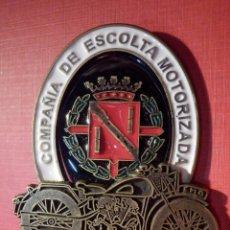 Militaria: INSIGNIA DE IMPERDIBLE - COMPAÑIA DE ESCOLTA MOTORIZADA - FRANCO - 55 MM X 60 MM. Lote 187496036