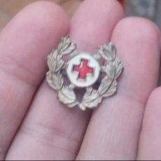 Militaria: INSIGNIA CRUZ ROJA EPOCA DE FRANCO. Lote 189514125