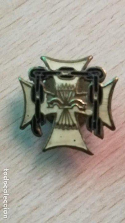 PINS DE OJAL EXCAUTIVOS, FALANGE ESPAÑOLA.FABRICANTE GICAR S.L. BARCELONA (Militar - Insignias Militares Españolas y Pins)
