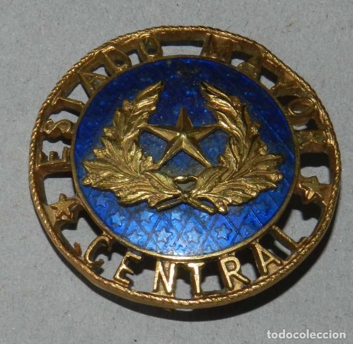 Militaria: INSIGNIA MEDALLA ESMALTADA DE ESTADO MAYOR CENTRAL MILITAR, NUMERADA POR EL REVERSO CON EL 1120. MID - Foto 2 - 190200910