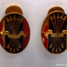 Militaria: GEMELOS ANTIGUOS PARA OJAL SOLAPA O CAMISA DE FALANGE ESPAÑOLA,YUGO Y FLECHAS DORADAS.. Lote 191136062