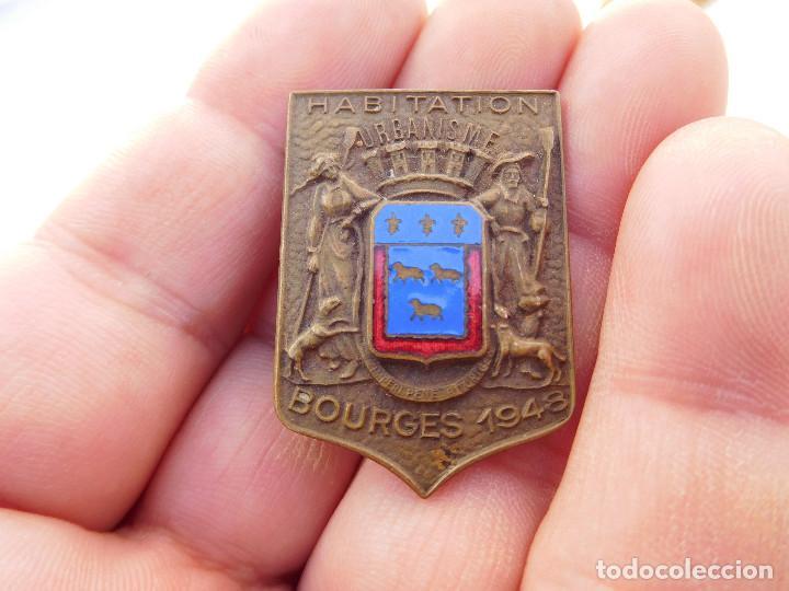 INSIGNIA FRANCESA BOURGES 1948 (Militar - Insignias Militares Internacionales y Pins)