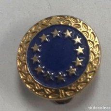 Militaria: ANTIGUA INSIGNIA SOLAPA ESMALTADA COMISION EUROPEA - UNION EUROPEA. Lote 191926500
