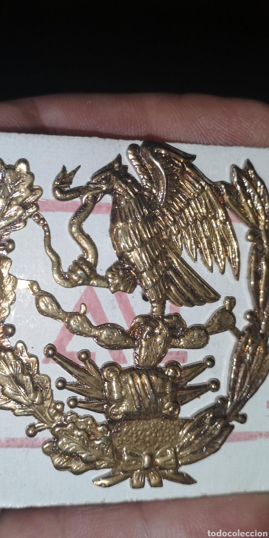 Militaria: Antigua insignia con el escudo de México para gorro militar - Foto 2 - 192453362