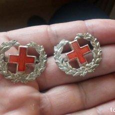 Militaria: SANIDAD PAR DE INSIGNIAS DE CUELLO NUEVAS ÉPOCA DE FRANCO. Lote 192815226