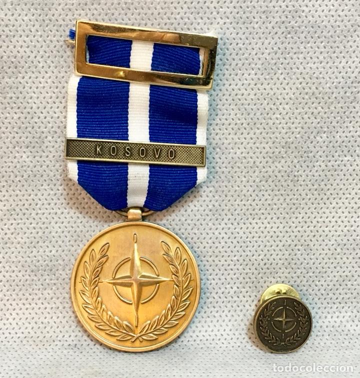 MEDALLA O INSIGNIA MILITAR DE LA OTAN MISIÓN INTERNACIONAL KOSOVO (Militar - Insignias Militares Españolas y Pins)