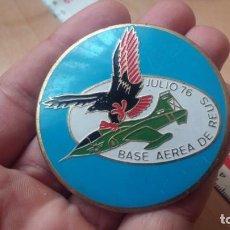 Militaria: CHAPA GRANDE ESMALTADA BASE AEREA DE REUS 1976. Lote 194243243